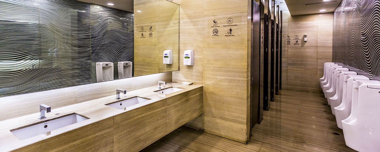 Limpieza de aseos públicos e instalación de bacteriostáticos.